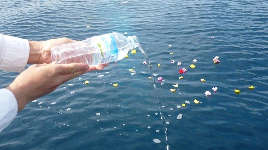 みんなの海洋散骨での献水
