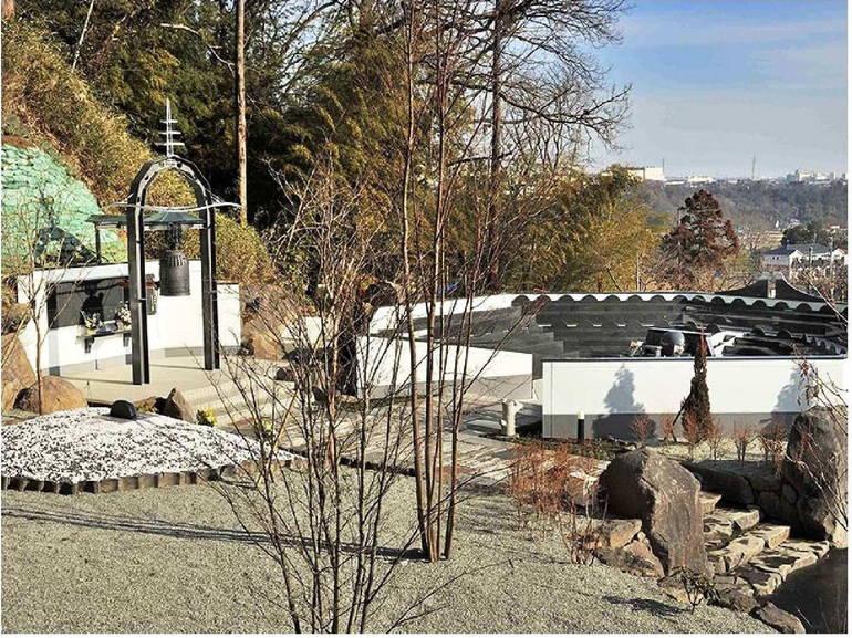 メモリアルヒルズ雲渓塚 集合納骨スペースのそばにある鐘