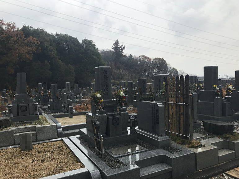 大阪狭山市営 西山霊園 階段が付いている区画