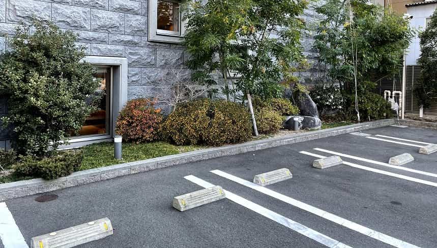 最勝殿の駐車場