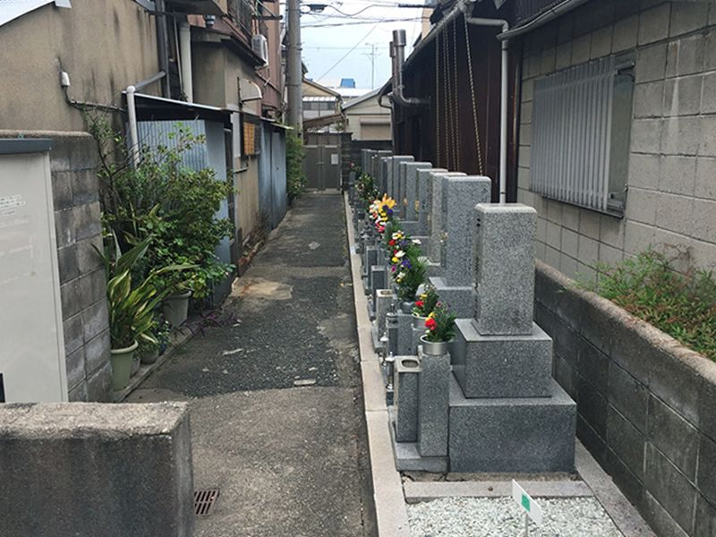 西高井田墓地