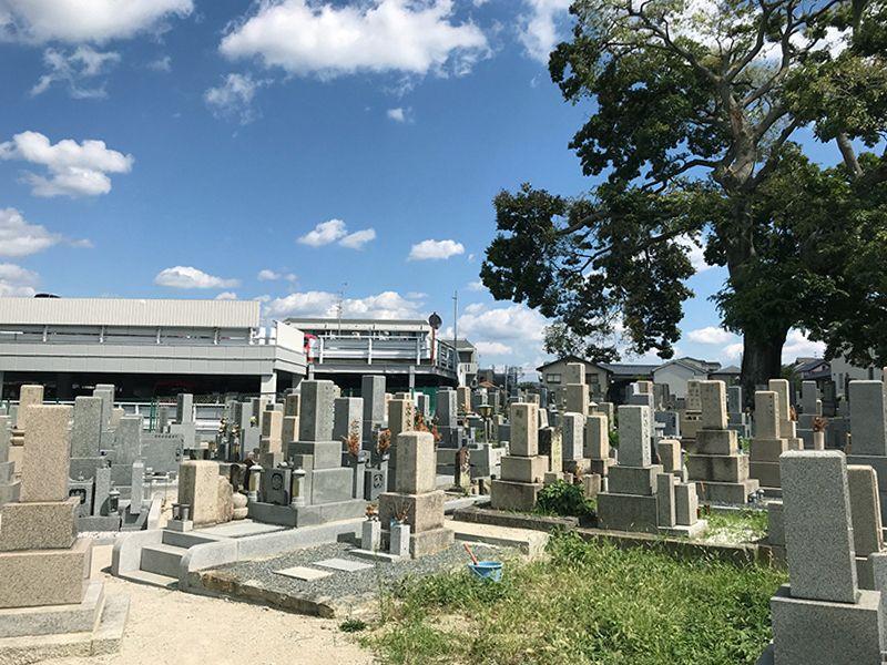 岡上の町墓地