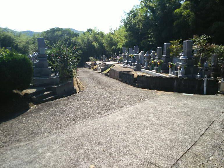 津山市営 八出墓地