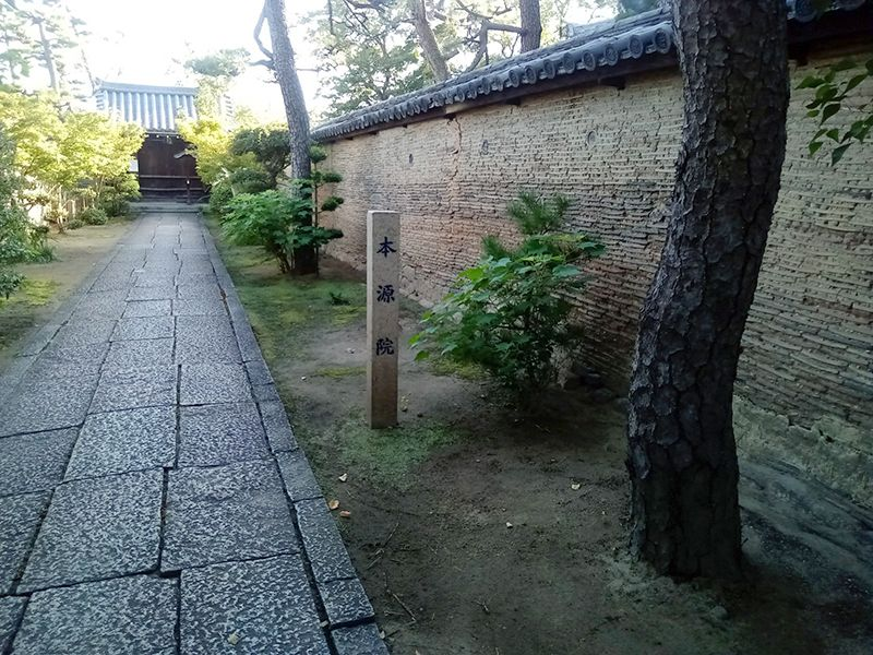 本源院墓地