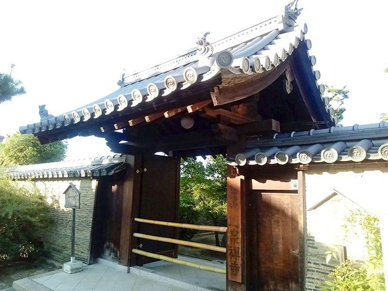徳泉寺墓苑