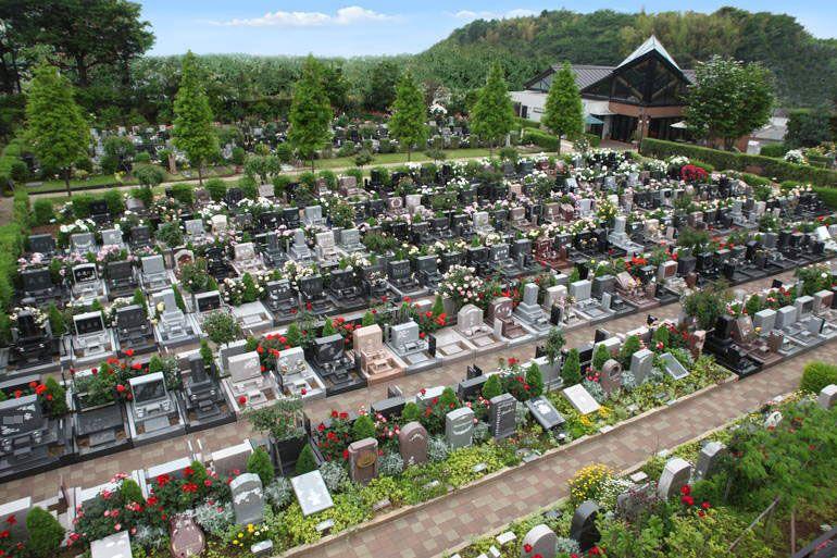 八千代ふれあいパーク 美しい花々が咲き誇る霊園風景