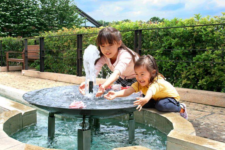八千代ふれあいパーク 噴水で遊ぶ子供たち