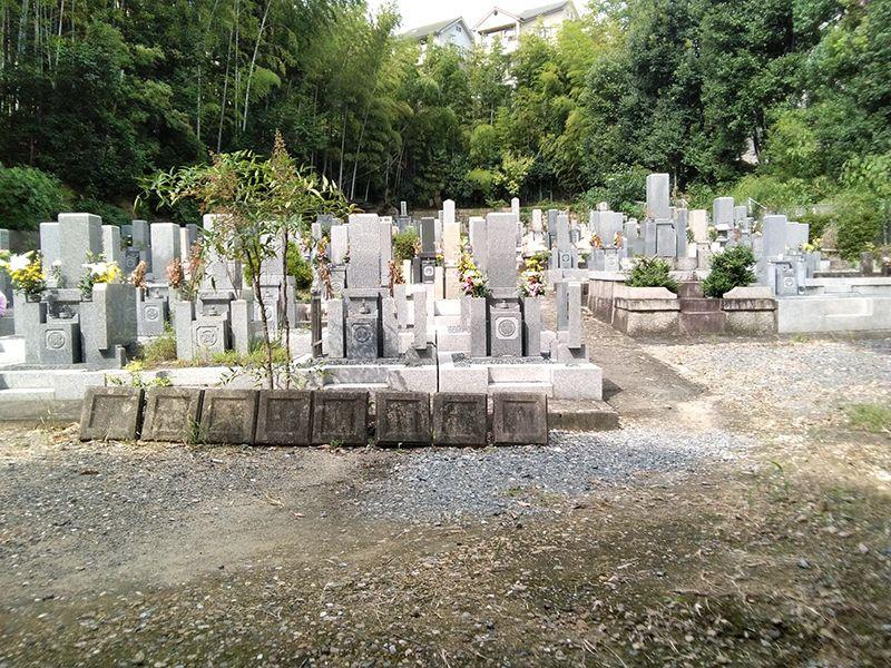 慈願寺境内墓地