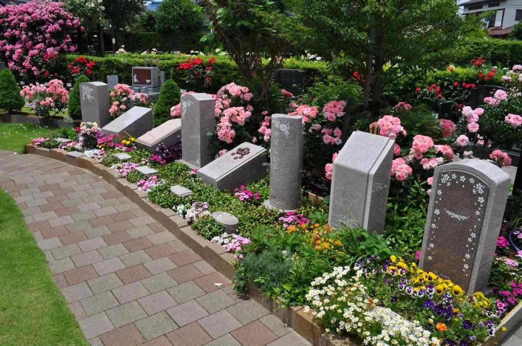 練馬ねむの木ガーデン ばらやその他草花が咲き乱れる美しい園内