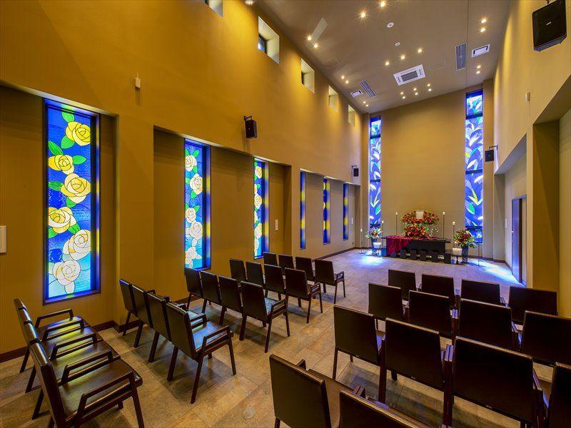 瑞現寺 札幌もなみふれあいパーク 光が差し込む葬儀ホール「ロゼリア」