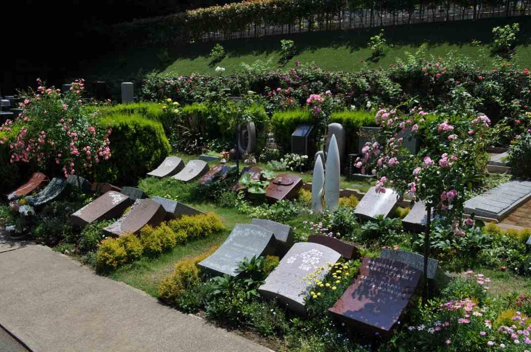 鎌倉やすらぎの杜 美しい花々に囲まれた墓域