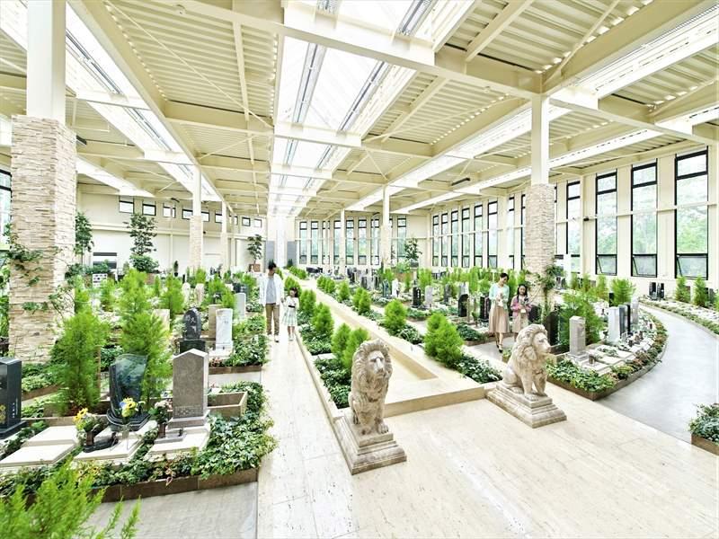 瑞現寺 札幌もなみふれあいパーク 欧風庭園のような屋内型ガーデニング納骨堂
