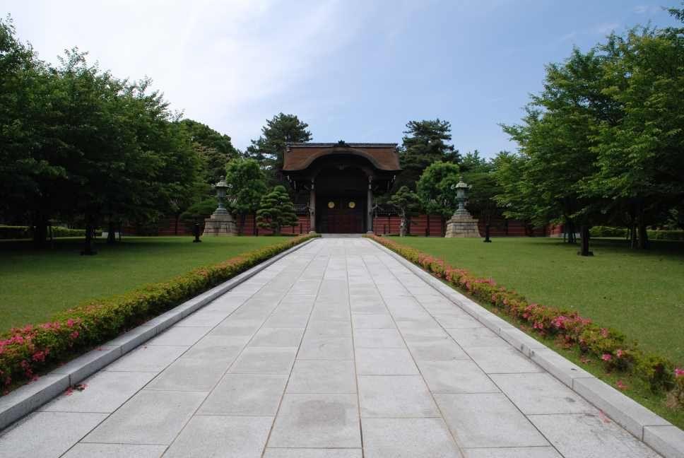 大本山 總持寺(総持寺) 手入れの行き届いた木々や芝生