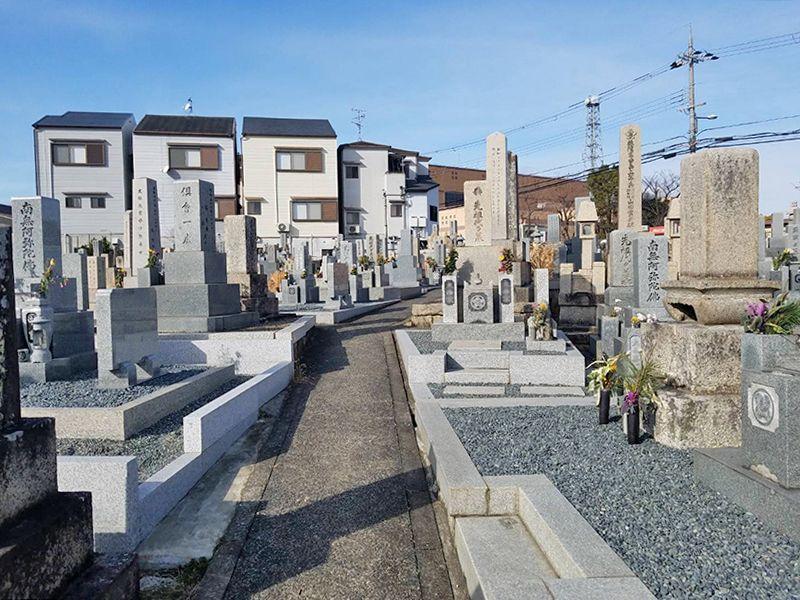 郡津共同墓地