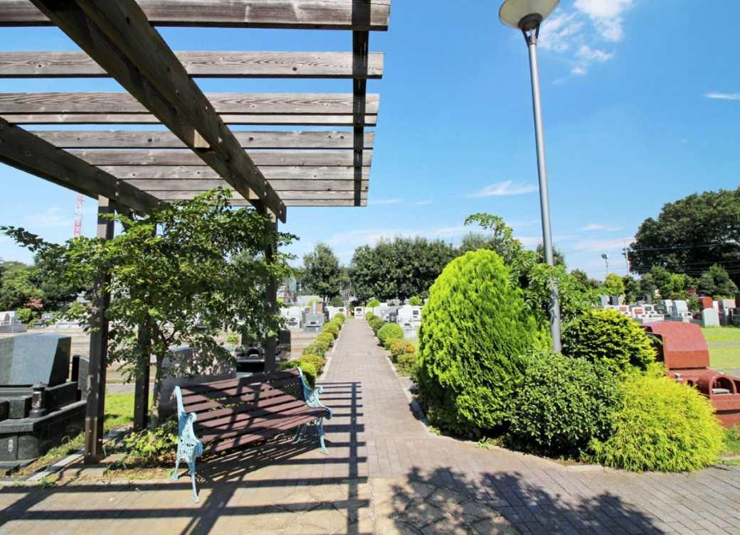 所沢シティメモリアル 木陰の休憩ベンチ