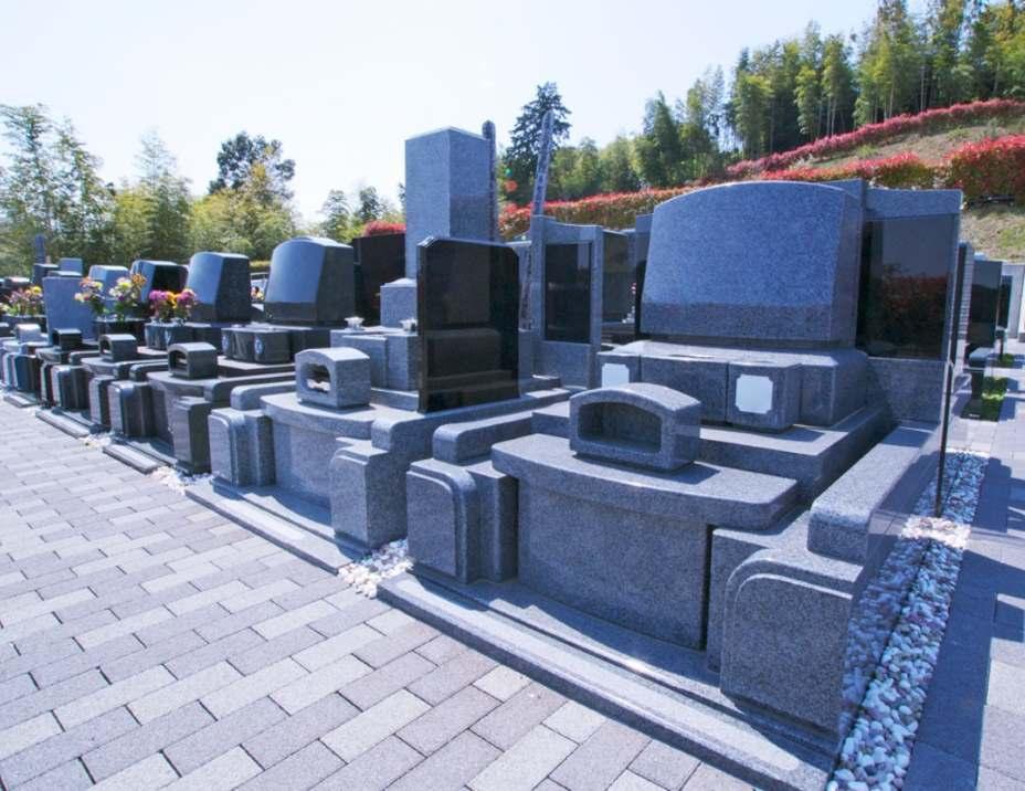 青葉ニュータウン霊園 美しく整備され、緑が多い園内
