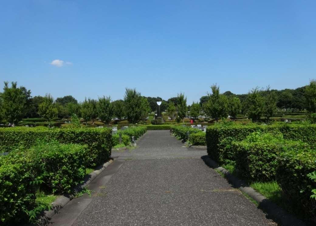 新座市営墓園の園内通路