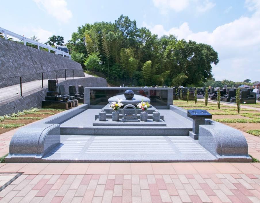 都筑港北霊園 「宙の碑」と雄大な永代供養墓も完備