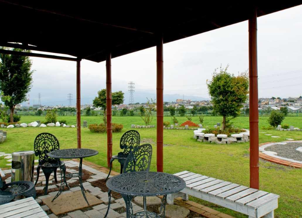 湘南公園墓地茅ヶ崎霊園 風の気持ち良い休憩スペース