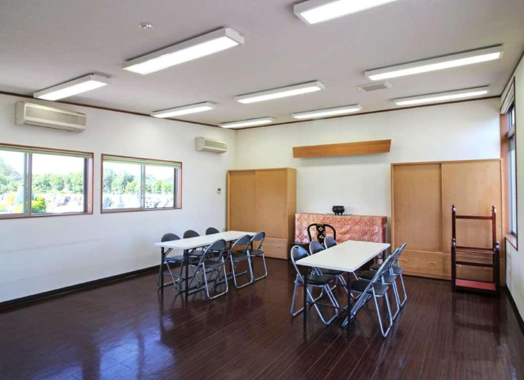 所沢シティメモリアル 明るい雰囲気の休憩室