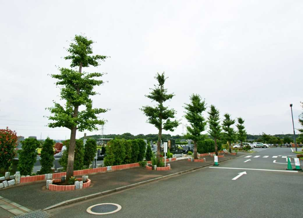 湘南公園墓地茅ヶ崎霊園 広大な駐車場入口