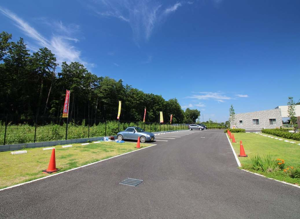 南川越霊園 奥行きのある駐車場