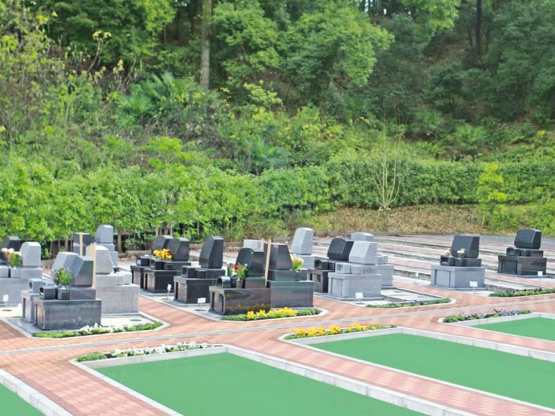 弥生台墓園 横浜つどいの森 バリアフリーの参道