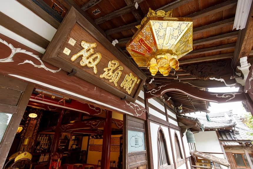 本長寺の本堂入口