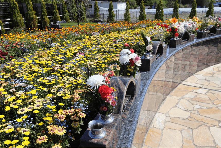 サニープレイス松戸のガーデニング式永代供養墓「花の区」