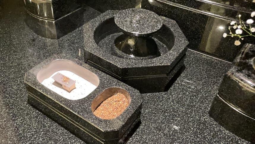 大須陵苑の墓前にある水鉢