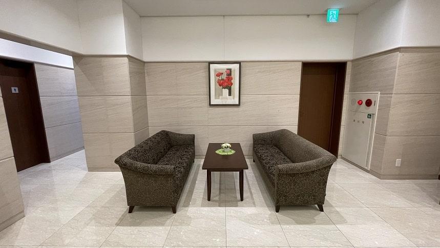 大須陵苑の参拝フロアある休憩スペース