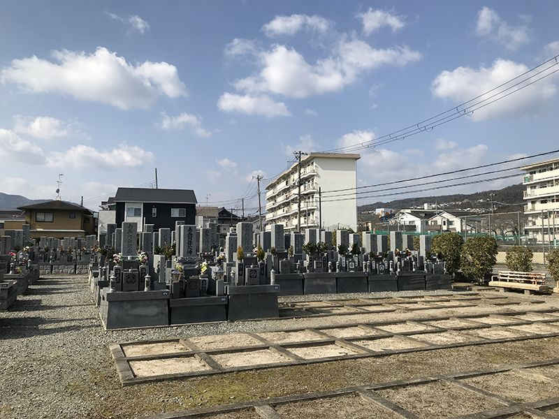 米谷東墓地