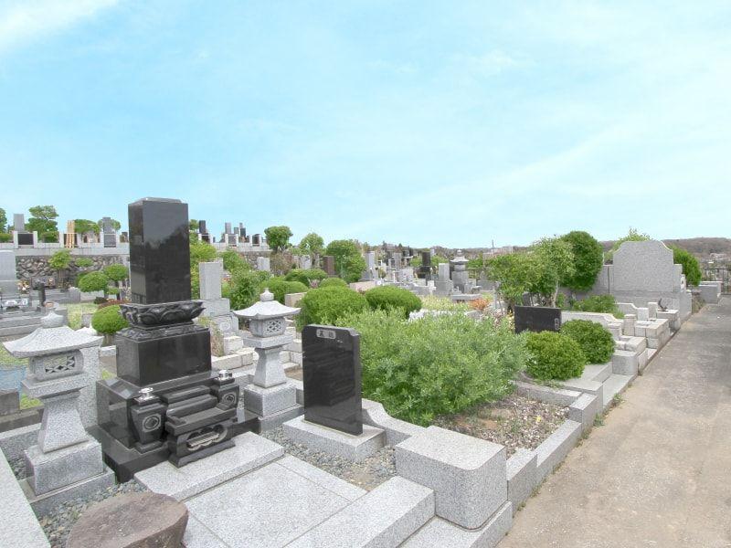南多摩霊園 手入れの行き届いた清潔な墓域