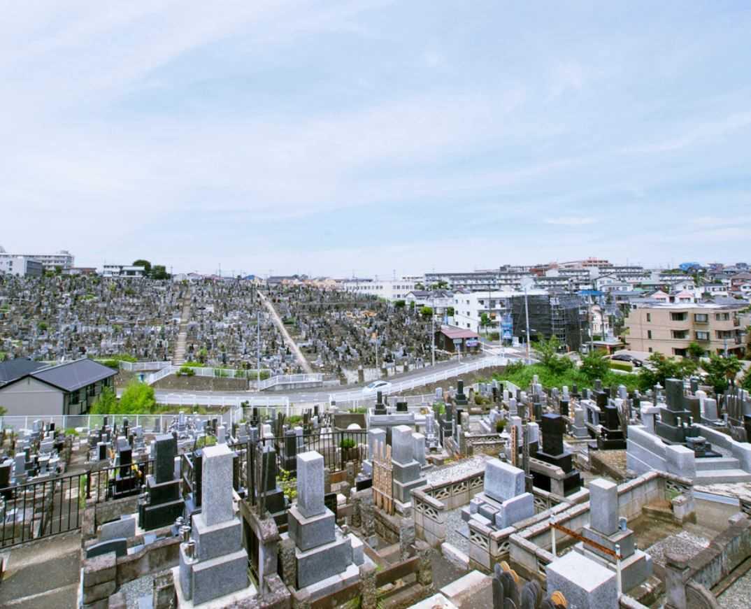 横浜市営 三ツ沢墓地 見渡しのよい墓域