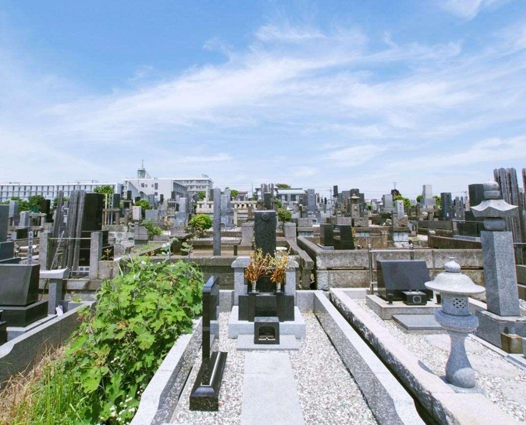 横浜市営 三ツ沢墓地 住宅地にある墓地