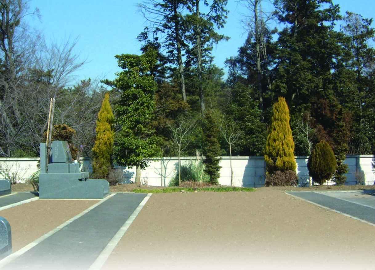 むらさき聖地霊園 バリアフリー設計の参道
