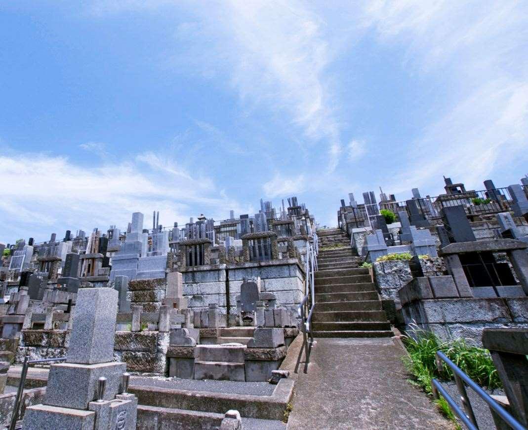 横浜市営 三ツ沢墓地 開放感のある墓域