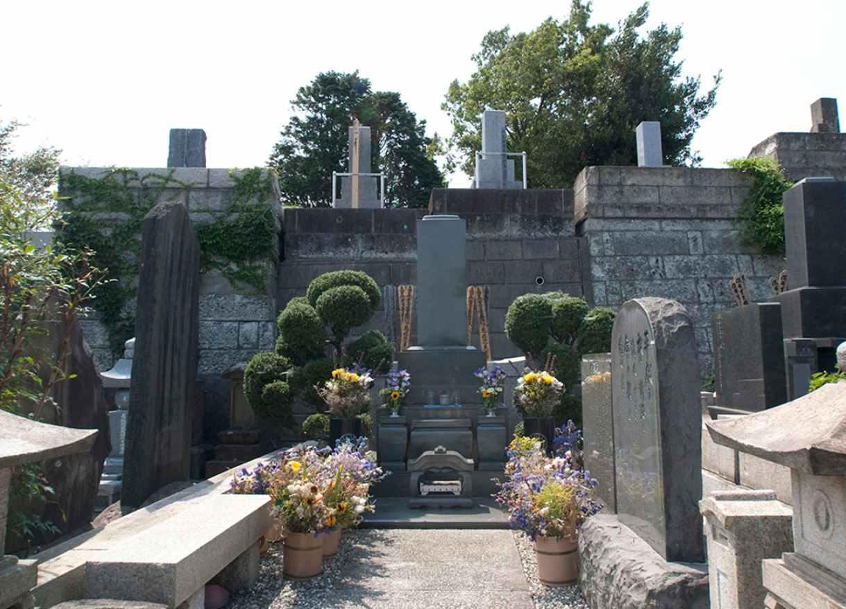 横浜市営 日野公園墓地 穏やかな雰囲気の墓石