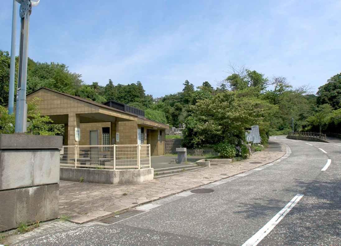 横浜市営 日野公園墓地 休憩スペースとトイレ