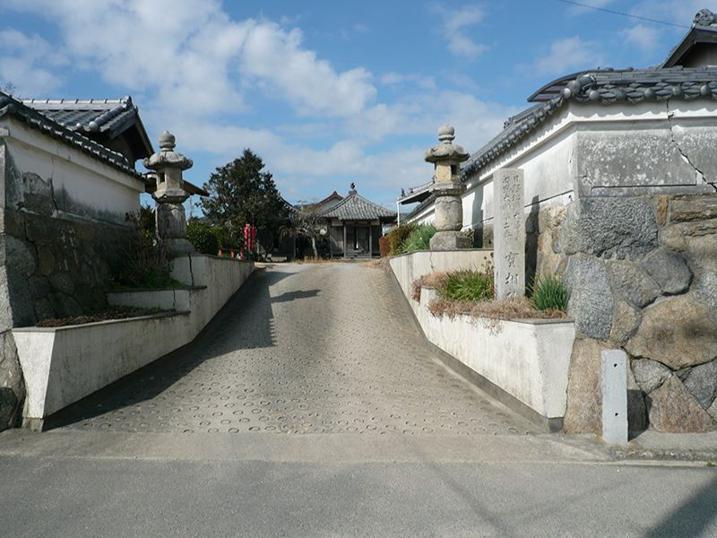 実相院墓苑