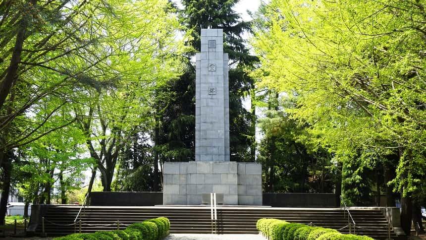 慰霊塔に合祀をする合祀墓