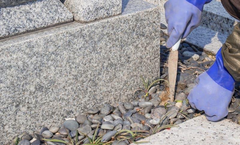墓石まわりの掃除
