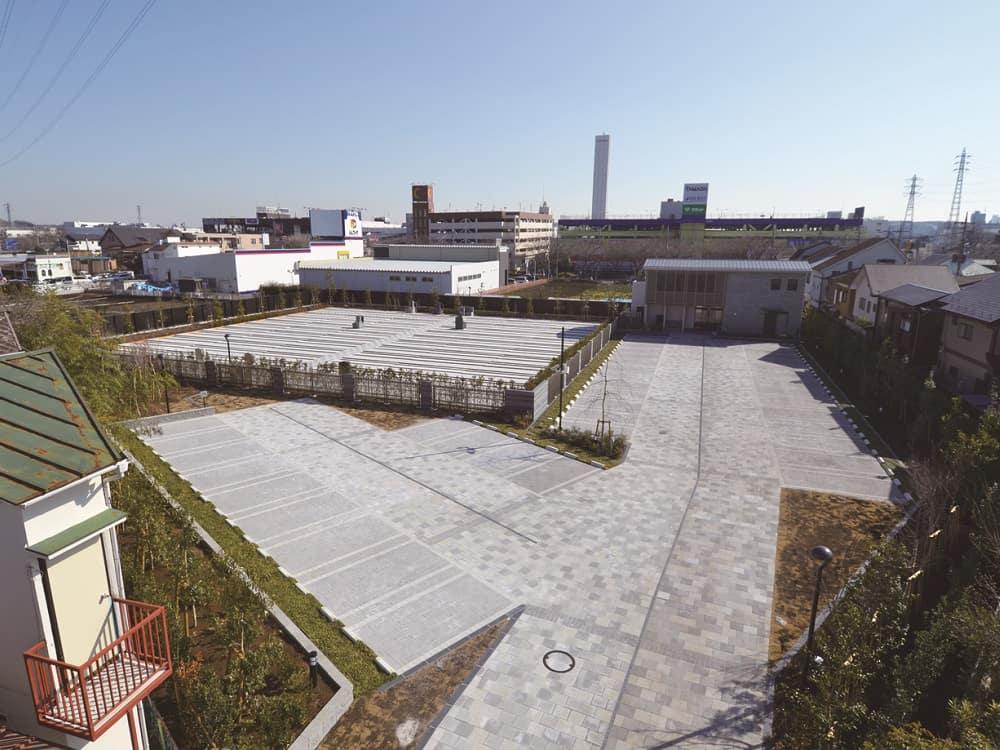 武蔵メモリアルコート バリアフリー設計の駐車場