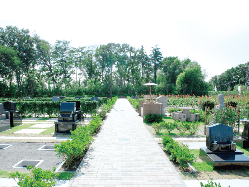 新の丘さくら浄苑の園内通路