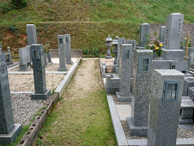 新奥ノ谷墓地