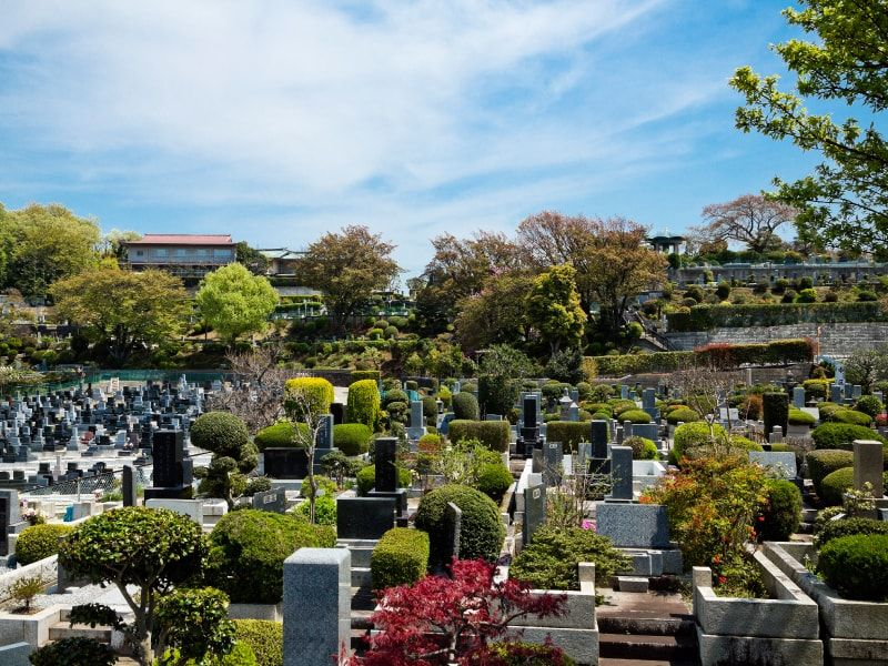春秋苑 いたるところに緑や花がある公園墓地