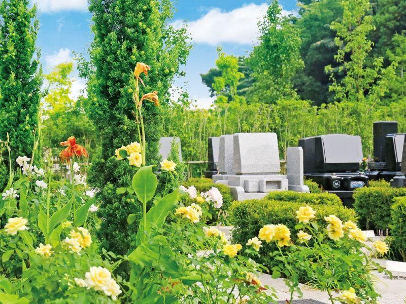 海老名フォーシーズンメモリアル 溢れる緑と花に彩られた園内