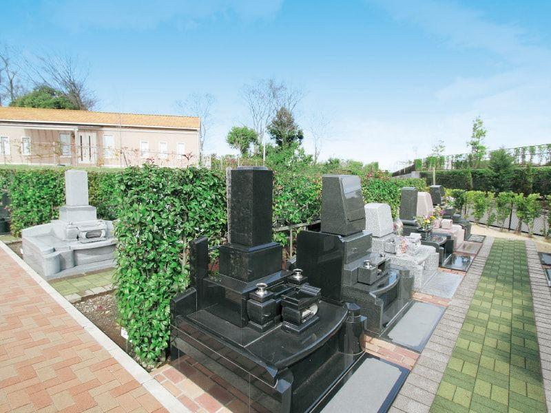 アドミール座間 生垣で囲まれた墓域