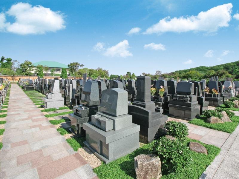 日本庭園陵墓 紅葉亭 平坦でバリアフリーな参道