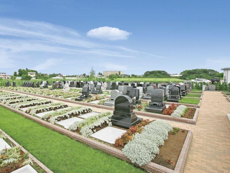 緑や植栽が美しい吉川美南霊園のテラス区画